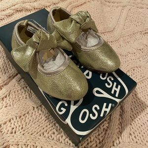 Gold toddler dress shoes with Bow never worn Size5
